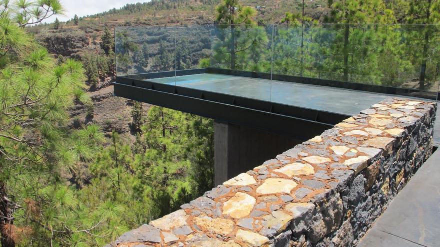 El mirador de Izcagua es un conjunto de tres pasarelas suspendidas sobre el lateral del barranco.