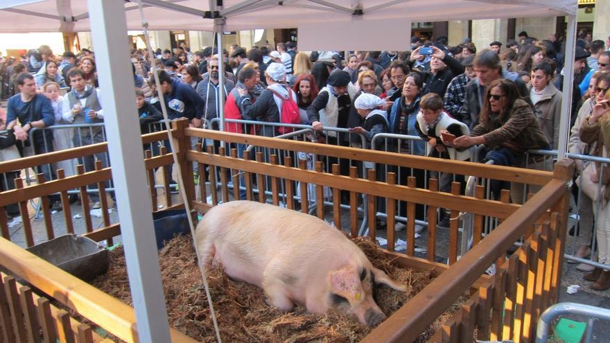 Vendidos casi 9.500 kilos de txistorra en la feria de Santo Tomás de San Sebastián