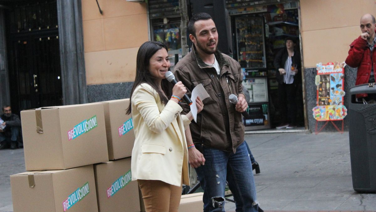 Laura Duarte y Hugo García en el acto electoral de PACMA en la Plaza de Chueca | SOMOS CHUECA