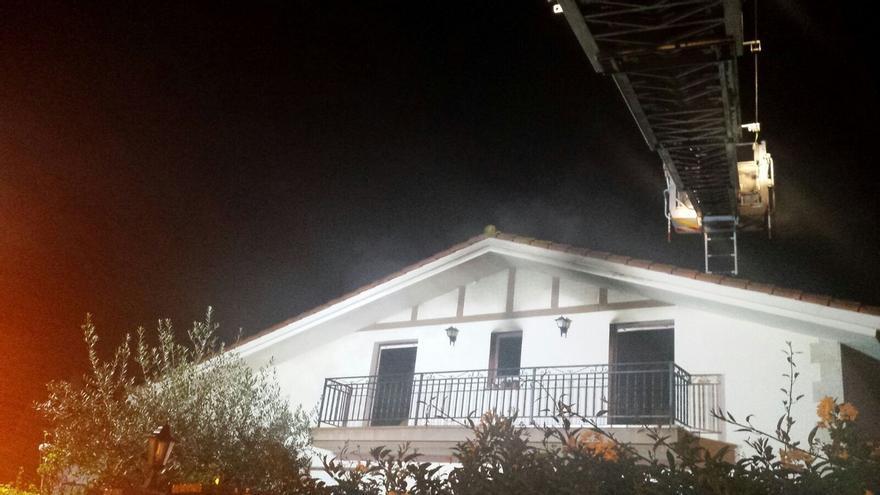 Se incendia una casa unifamiliar en Liendo sin que se produzcan heridos