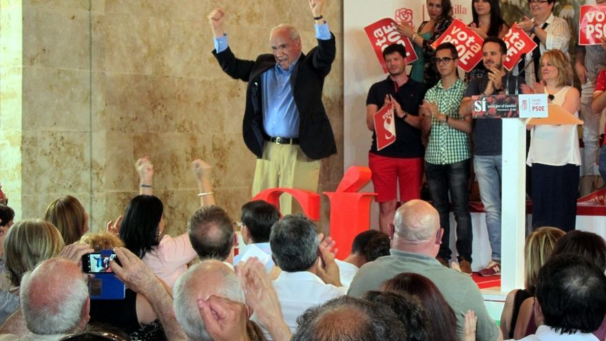 """Alfonso Guerra pide a los socialistas """"ser cautos y no confiar en quien no se puede confiar"""""""
