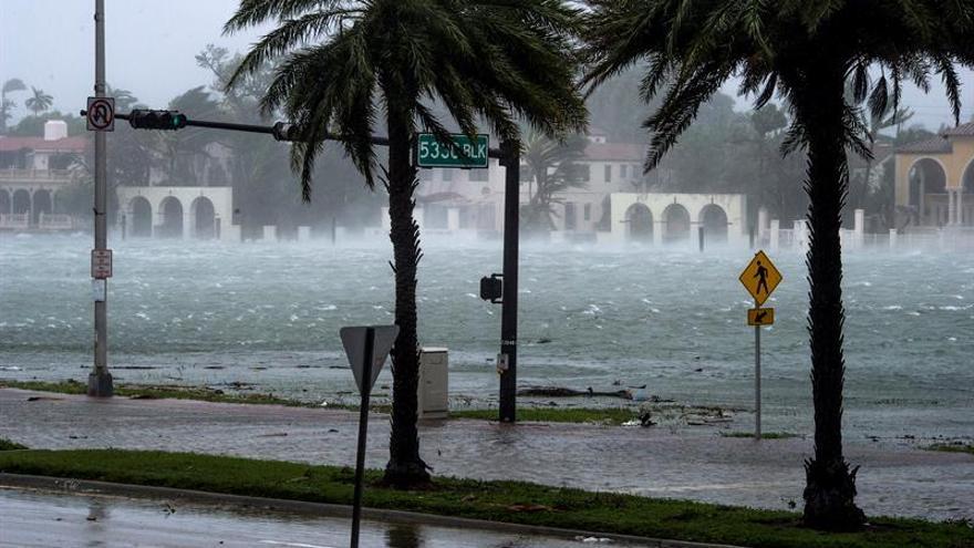 La tormenta tropical Rina se mueve rumbo al norte en aguas abiertas del Atlántico
