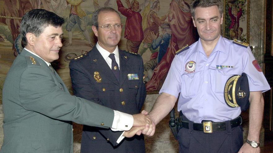El subinspector José Luis Morcillo (dcha), en la toma de posesión del jefe de Policía Nacional de Madrid en 2003