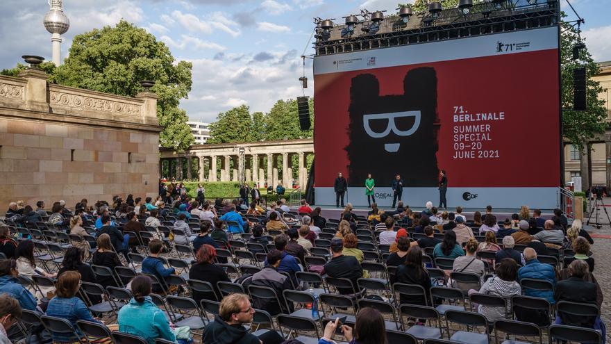 """La Berlinale tendió su alfombra al """"Oso"""" Ruizpalacios y al debutante Gurrea"""