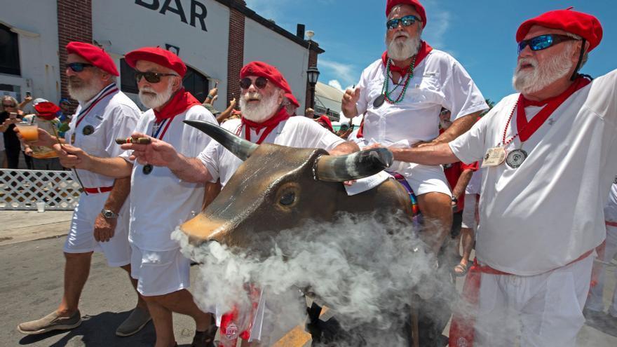 Parecidos a Hemingway celebran su San Fermín en los Cayos de Florida