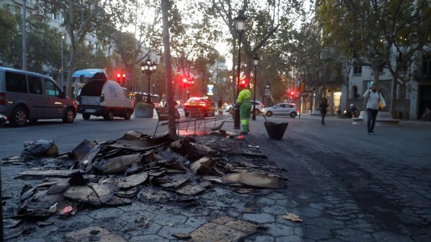 Conviviendo con barricadas: la angustiante rutina de vecinos y comerciantes