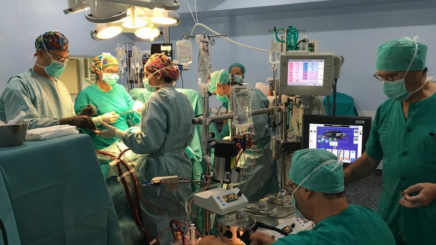 Un enfermero del Hospital Regional diseña un protocolo de técnicas de perfusión en circulación extracorpórea