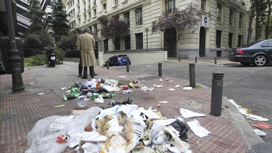 """El Ayuntamiento de Madrid habla de """"guerrilla urbana"""" en la huelga de limpieza"""