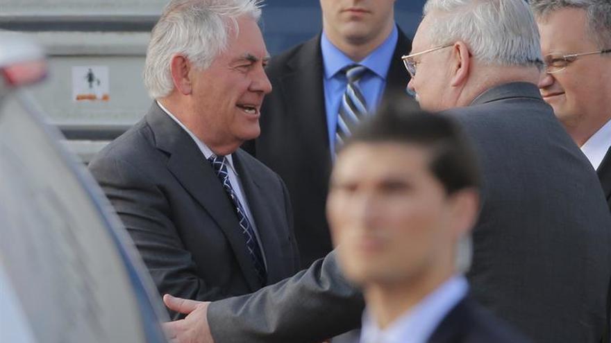 Tillerson aterriza en Moscú para reunirse con su colega ruso Lavrov