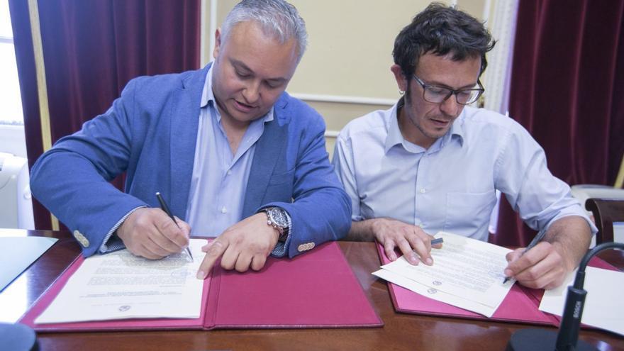 El alcalde de Cádiz, José María González y el decano del Colegio de Graduados e Ingenieros Técnicos Industriales de Cádiz, Domingo Villero.