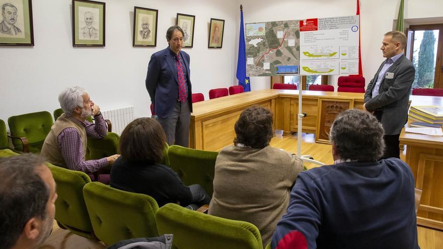 Obras destinará 1,2 millones a renovar la carretera Loredo-Langre, que contará con un paseo peatonal