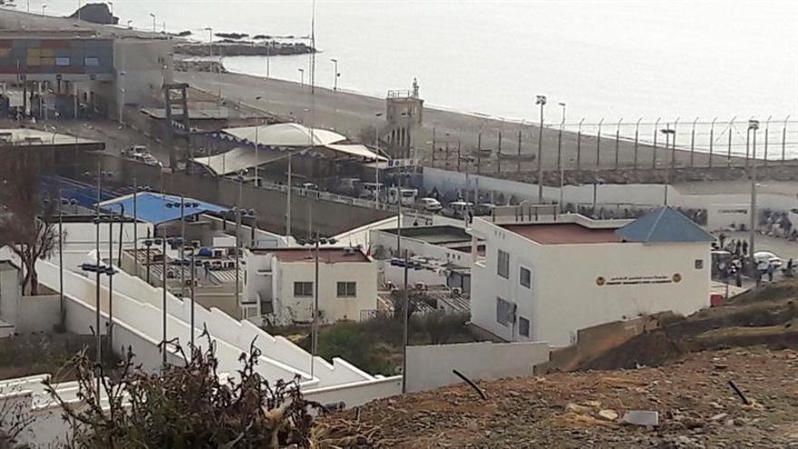 Cierran el paso comercial de Ceuta con Marruecos tras varias avalanchas