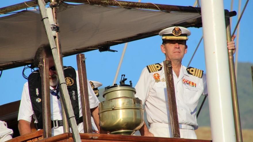 En comandante Victoriano Gilabert este lunes en puerto capitalino. Foto: JOSÉ AYUT.