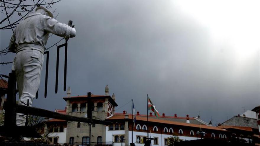 Dimite la alcaldesa de Mungia (PNV) por tener que colocar la bandera española