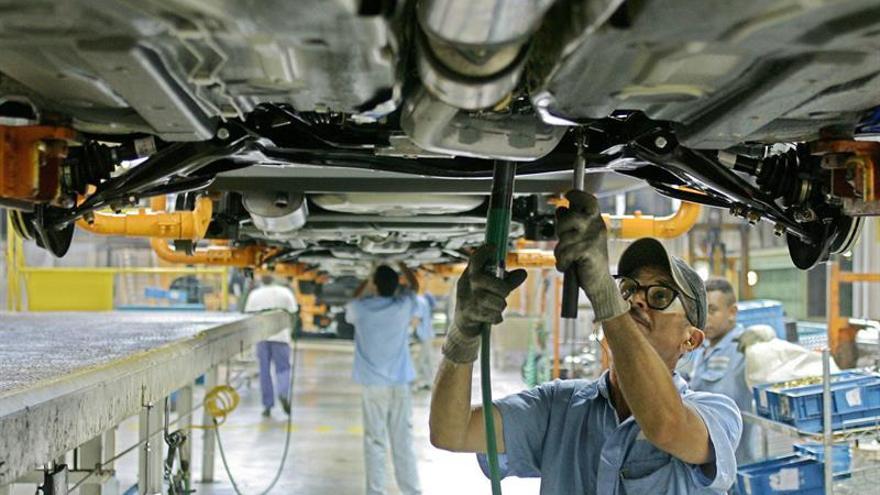 La industria de automoción de Brasil cae en 2016 y prevé recuperarse en 2017