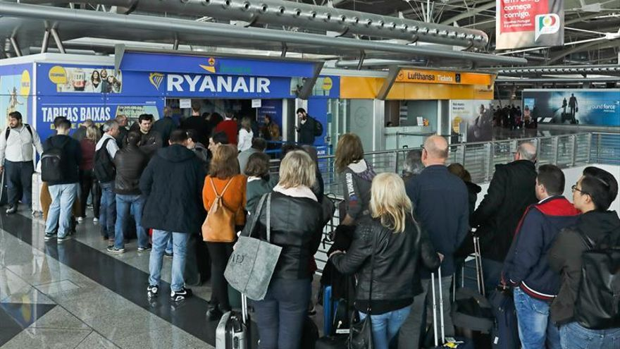 Los tripulantes de cabina de ryanair amenazan con una nueva huelga europea en septiembre - Cabina ryanair ...