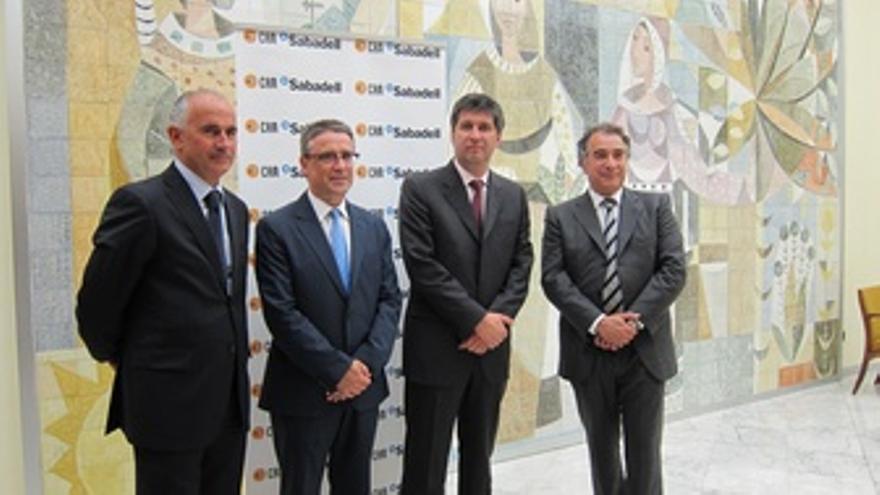 El Director General De Banco Sabadell, Miguel Montes A La Izquierda