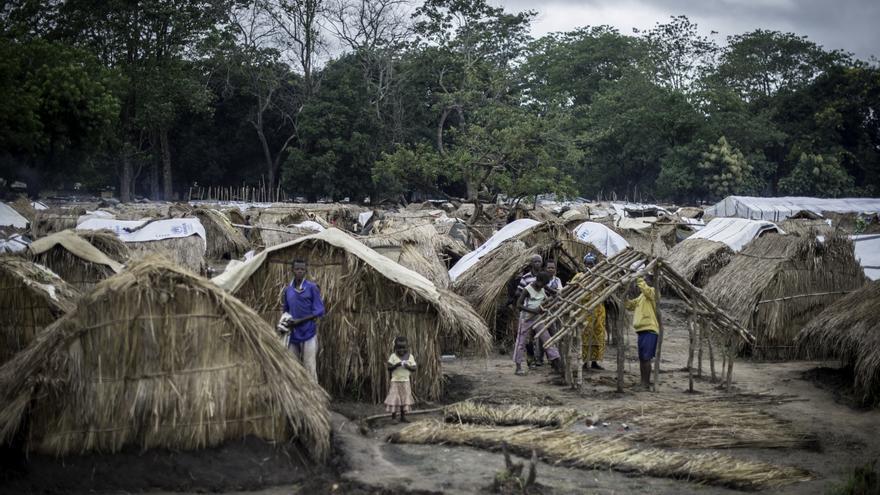 Campo de desplazados de Kaga-Bandoro, donde permanecen miles de personas desde septiembre © Sylvain Cherkaoui/ Cosmos/Save The Children