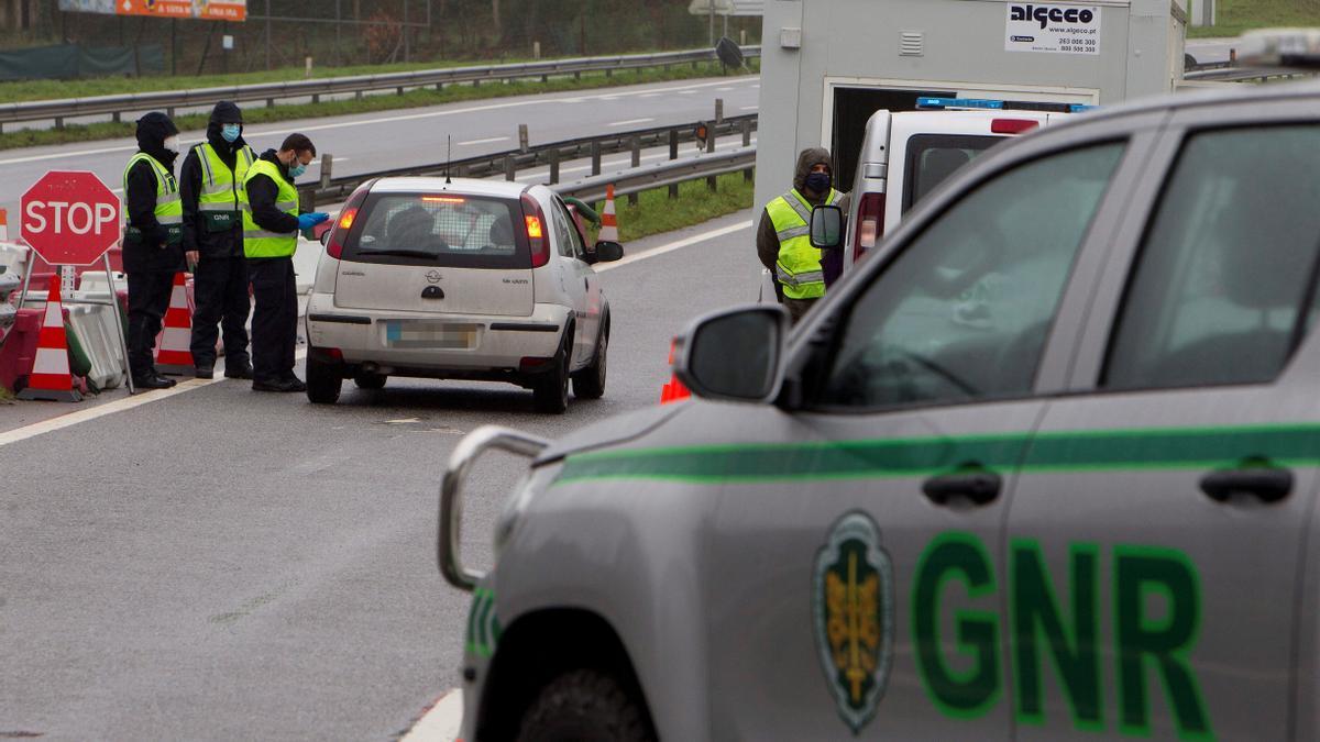 Controles de la Guardia Nacional Republicana este domingo en Galicia EFE/ Salvador Sas