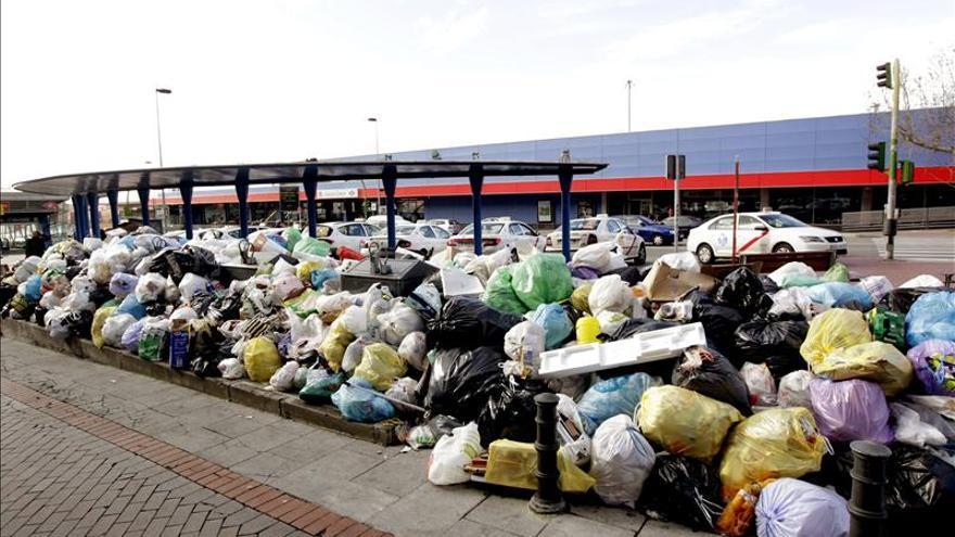 Convocan una huelga indefinida de residuos no orgánicos en Madrid desde el 3 de enero