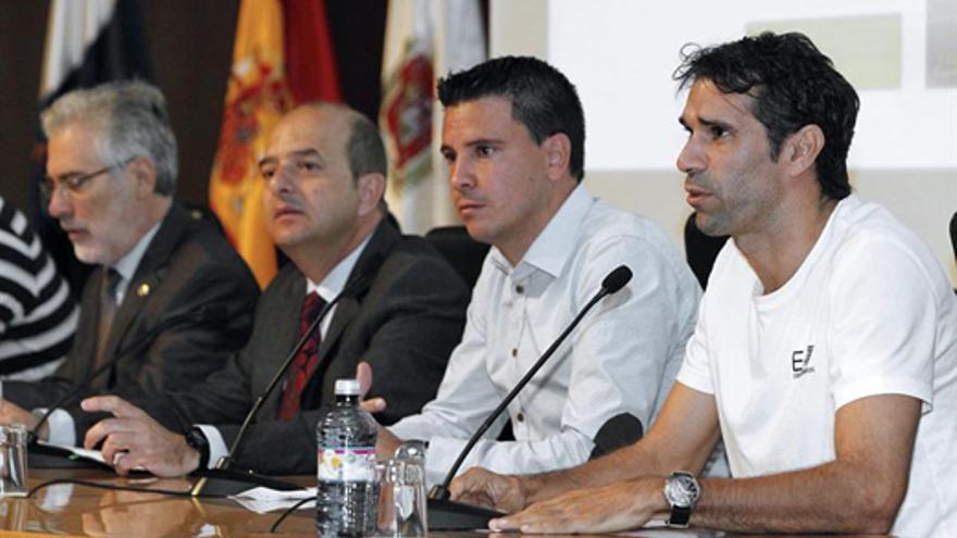 De izquierda a derecha, José Regidor, Juan José Cardona, Sergio Lobera y Juan Carlos Valerón. (EFE/Elvira Urquijo A.)