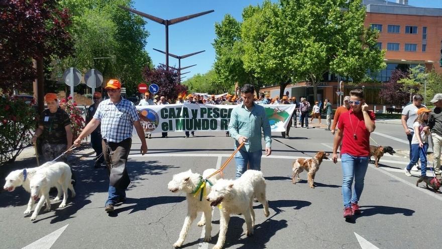 Cientos de Cazadores y pescadores se manifiestan en Guadalajara para defender el mundo rural