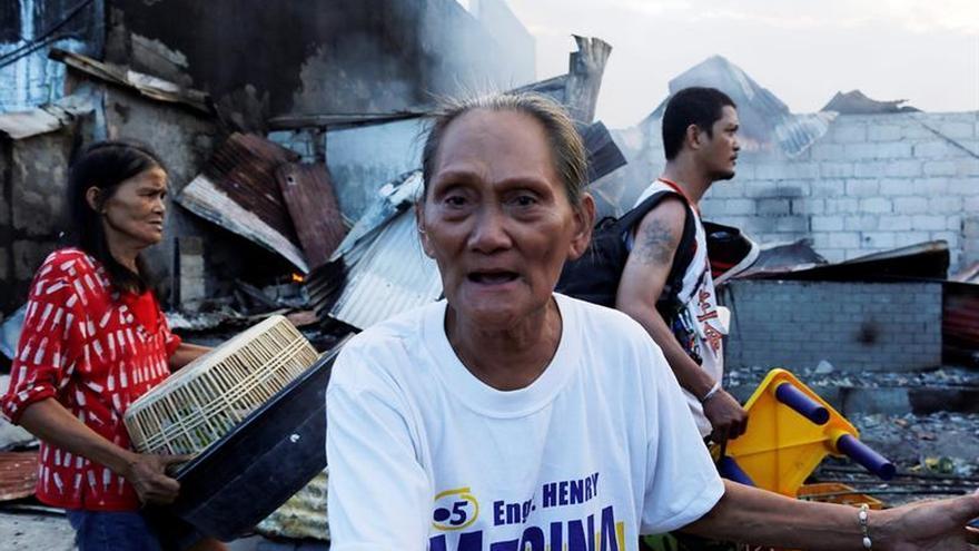 Unas 2.000 familias sin hogar por un fuego en suburbio en Manila