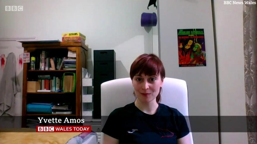 Yvette Amos y el inesperado objeto sexual (en el armario)