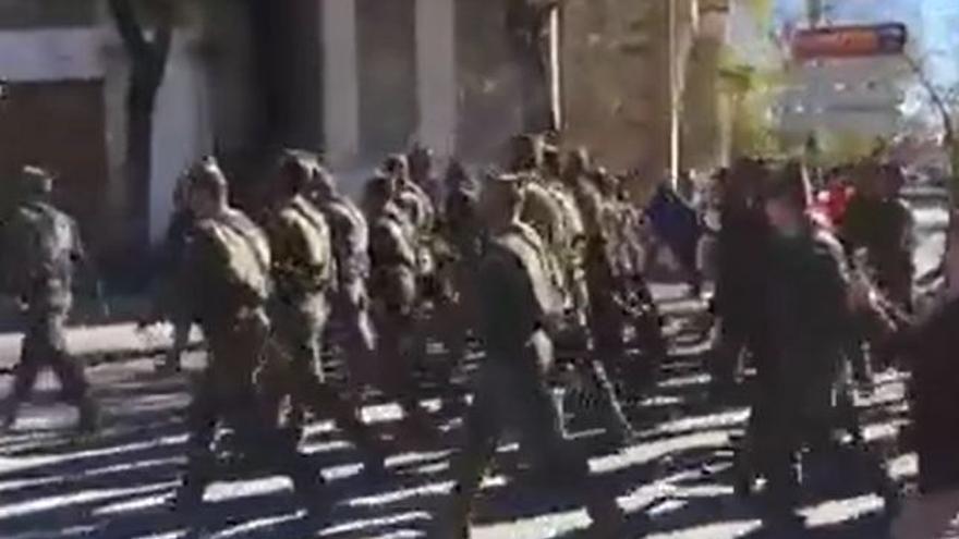 Legionarios desfilando por San Lúcar