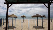 """Los ayuntamientos afrontan con dudas la reapertura de las playas: """"Un repunte nos llevaría a la casilla cero, sería ruinoso"""""""