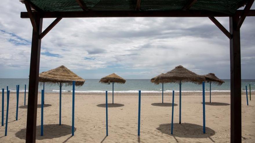 Andalucía plantea playas a mitad de aforo, control policial y sin juegos