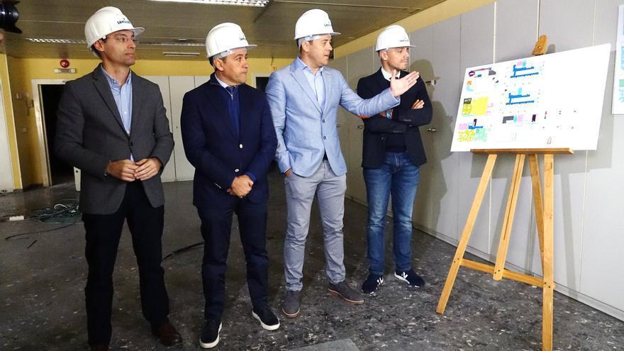 Momento de la visita realizada este lunes al edificio en obras por el alcalde José Manuel Bermúdez