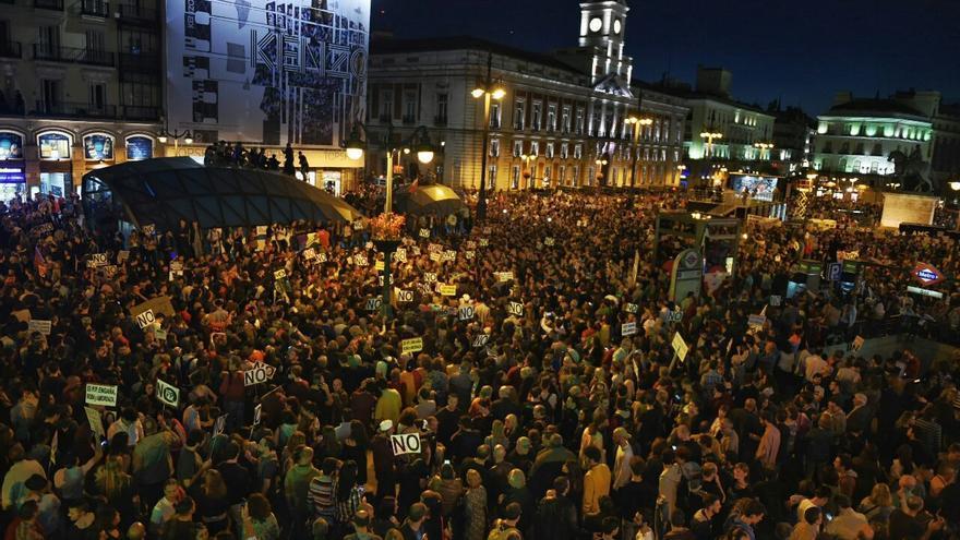 Panorámica de la manifestación de la manifestación 'Rodea el Congreso' en la Plaza de Sol