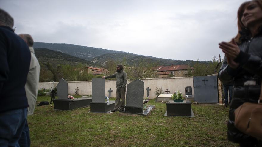 Un momento del homenaje en Valdenoceda, al acudieron más de un centenar de personas venidas de distintas partes de España | Álvaro Minguito \ DISO Press
