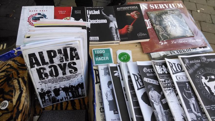 Los puestos de libros políticos de Tirso de Molina luchan por sobrevivir 40 años más junto a El Rastro