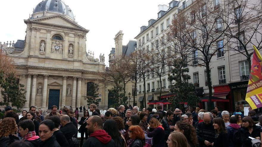 Concentración en París para protestar contra la violencia machista. #7N. Marea granate