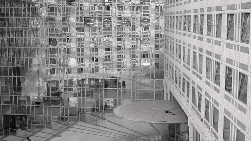 Houellebecq presenta en París sus fotos, sus angustias y su visión de Francia