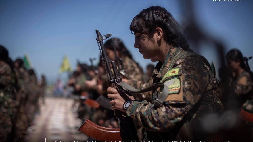 Ceremonia militar de las fuerzs YPG celebrada en abril de 2019.