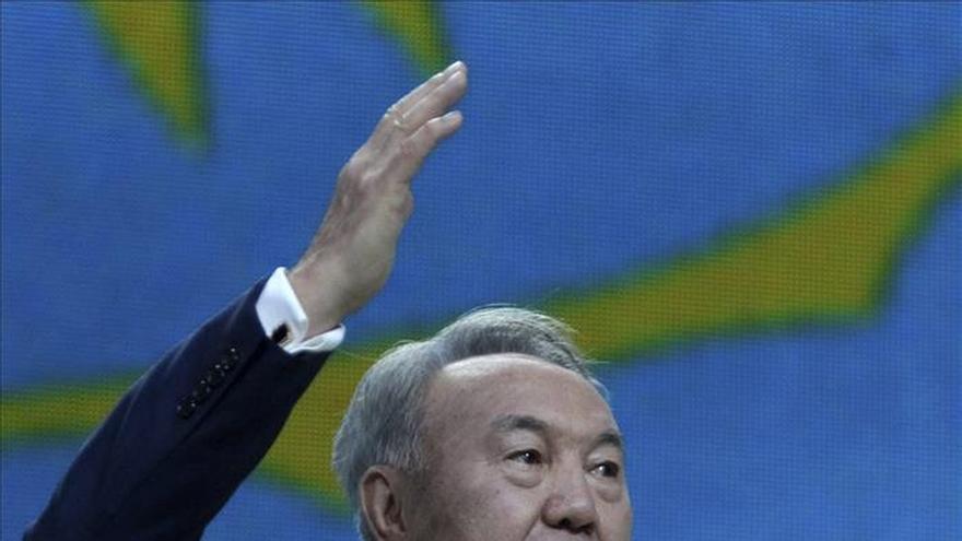 El presidente kazajo llega a Moscú para asistir a celebraciones de victoria