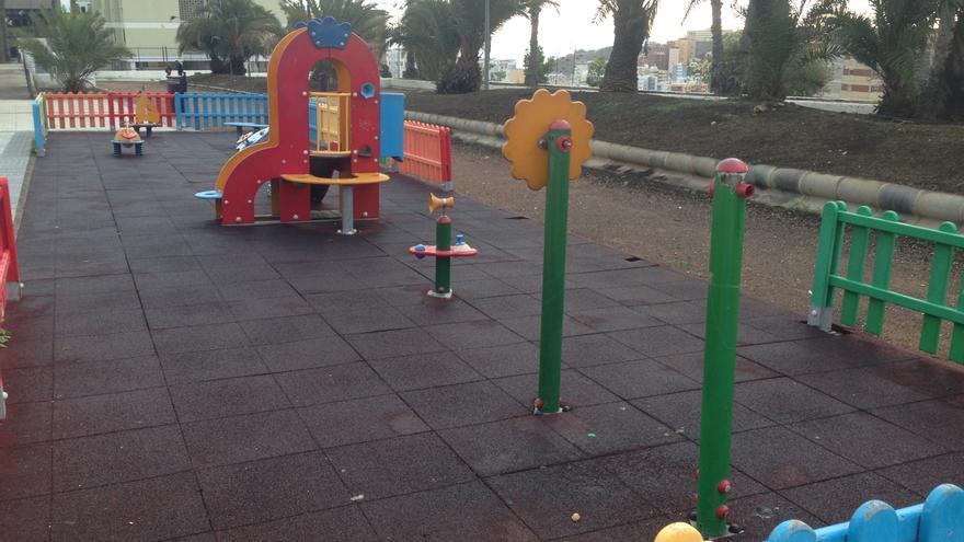 Parque infantil situado al final de la calle Don Pedro Infinito de Las Palmas de Gran Canaria.