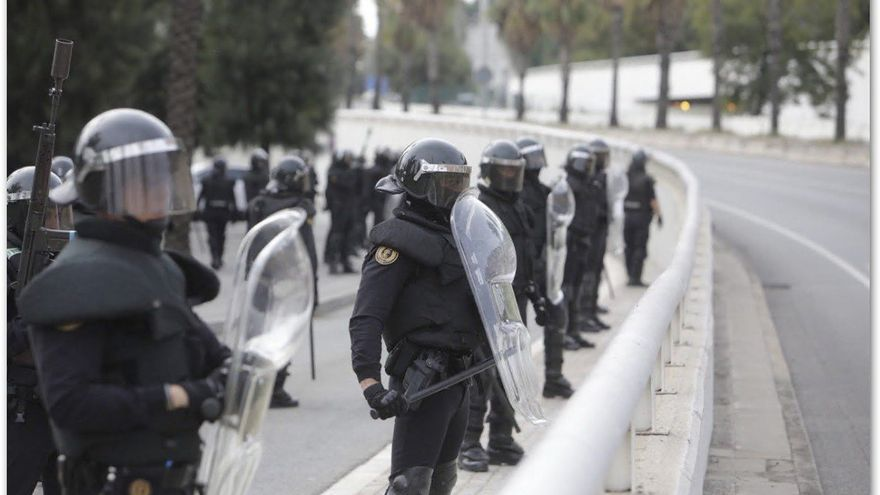 La Guardia Civil se despliega en Cataluña para hacer frente a los disturbios por la huelga independentista