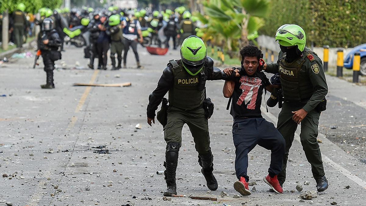 En distintas partes de la ciudad hubo enfrentamientos entre grupos movilizados y la Policía.