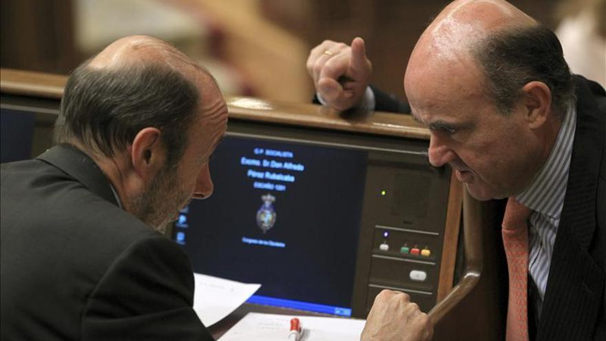 Rubalcaba asegura que su política no es la de Zapatero ni la de Rajoy