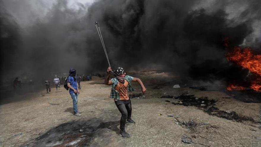 Muere un segundo periodista palestino por heridas al cubrir las protestas en Gaza