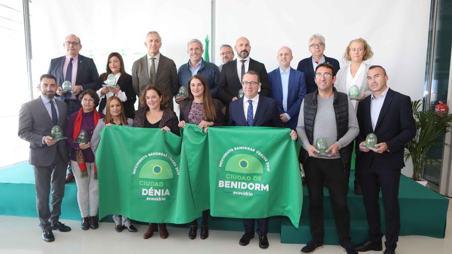 La conselleria Mireia Mollà (centro), junto a los representantes de Ecovidrio y de los municipios participantes