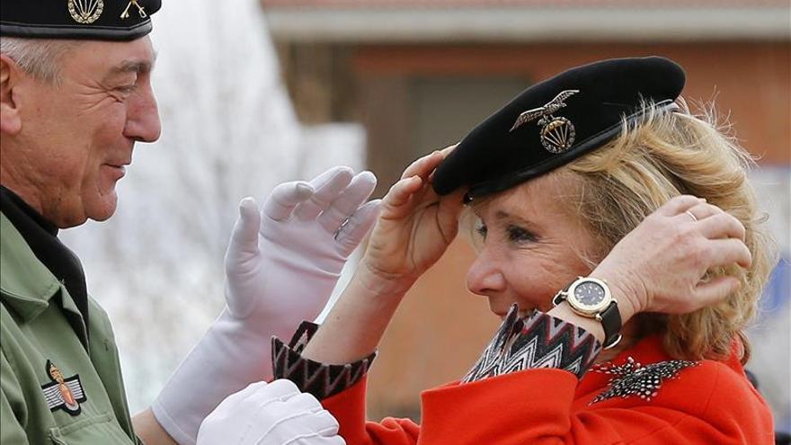 Esperanza Aguirre, Dama Paracaidista de Honor