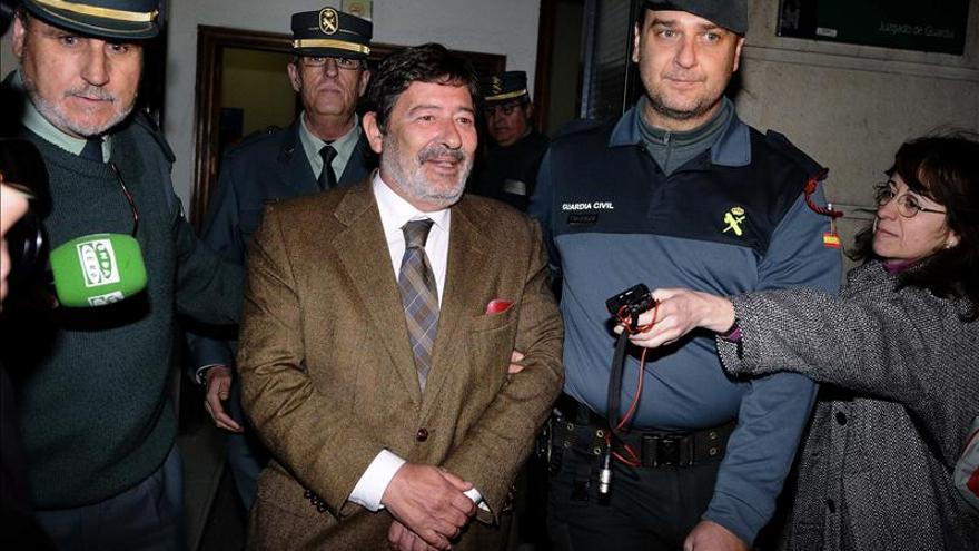 Al exdirector general de Trabajo Francisco Javier Guerrero se le impuso una fianza de 686,2 millones. Le han embargado dos fincas en El Pedroso (Sevilla) y, más recientemente, una motocicleta / EFE.