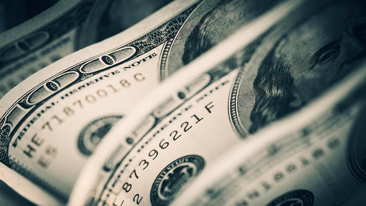 El dólar blue cerró en alza en una jornada de alto voltaje político