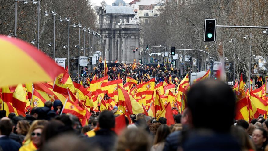 Vista de la calle de Velázquez, durante la concentración convocada por PP, Ciudadanos y VOX este domingo en la plaza de Colón de Madrid