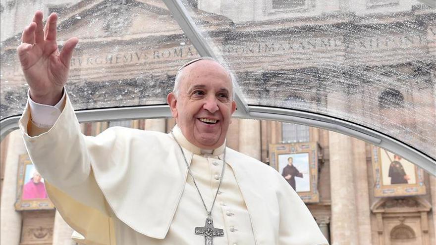 El papa Francisco parte desde Roma hacia Turquía